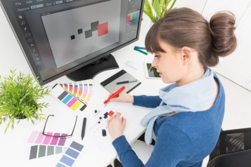 Thinking of being a skilled graphic designer? Read these tips